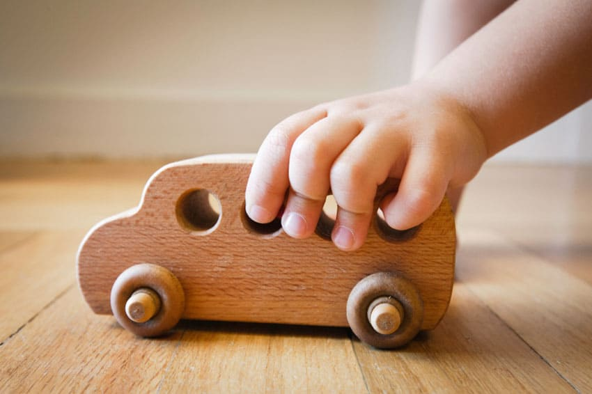 homepage-photo-child-with-wooden-toy